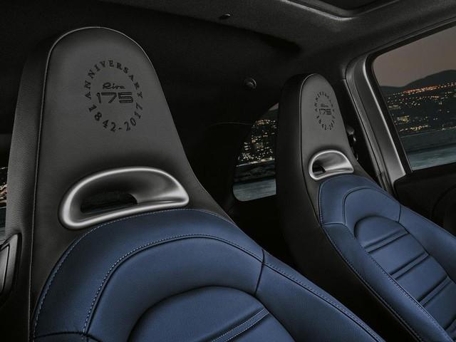 座椅头枕上也有Abarth 695 Rivale170周年的特别标识。