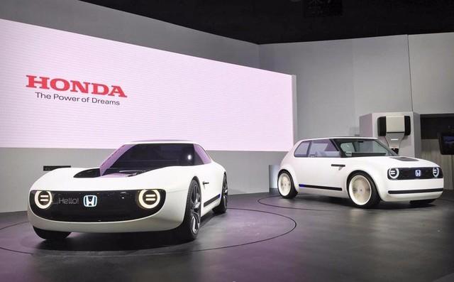 但是随着EV纯电动的逐步兴起,本田也在近期公布了未来成熟纯点电动概念车的模型。这款车虽然样子十分小巧,但对于城市通勤还是非常便利的。