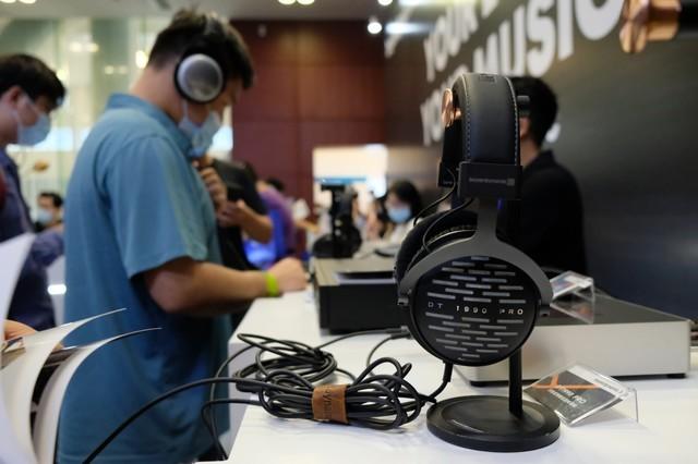 新品T1人气旺 2020广州耳机展拜雅展台直击