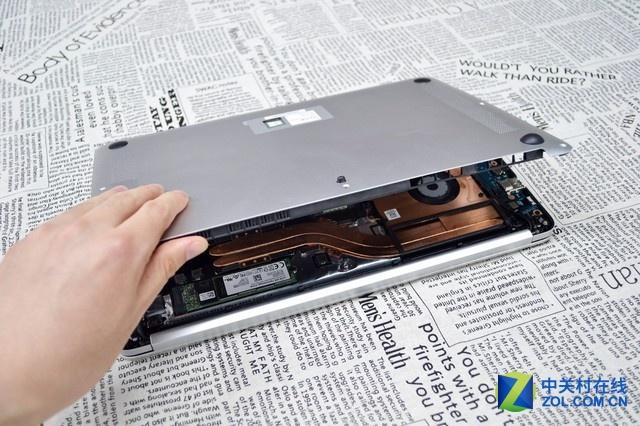 巨大的电池惹眼的散热 荣耀MagicBook拆机图赏