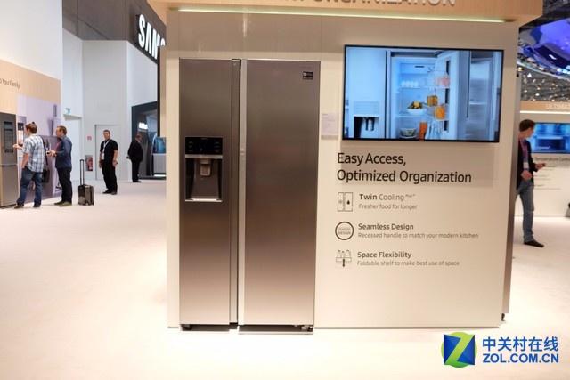 三星最新的Family Hub双门冰箱,采用了深受欧洲人青睐的设计模式。