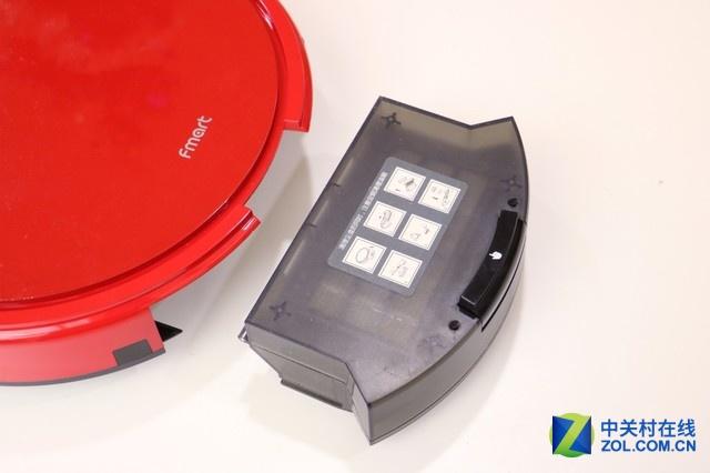 集尘盒位于机器的尾部,只需按下释放按钮即可取出,400ml大容量设计,无需频繁倒垃圾。集尘盒内有初效过滤网和HEPA过滤网双重过滤系统,可将有害颗粒过滤后排出新鲜空气,防止二次污染。