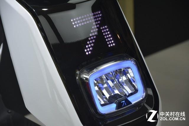 新大洲展台:梦幻智能的电动车你见过吗