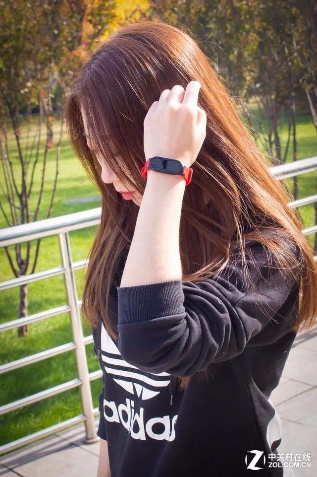 运动不再孤单 Pacewear S8运动社交手环